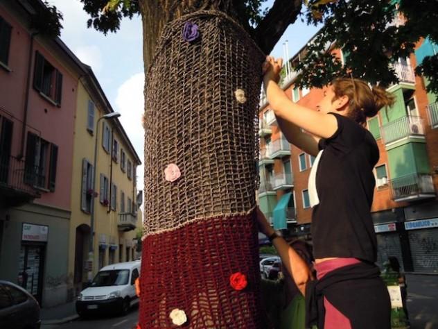 Dergano, alberi e pali della luce agghindati a festa per Via dolce via - 2