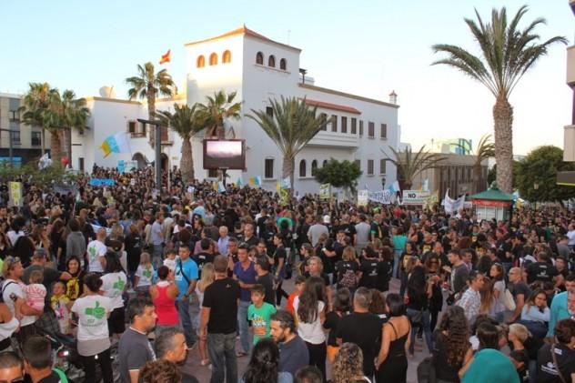 Manifestazione contro l'estrazione di petrolio alle Canarie