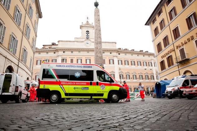Protesta ambulanze a Montecitorio