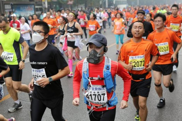 Smog forces some runners to quit Beijing Marathon
