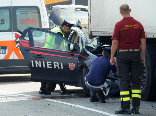 'Gazzella' tampona Tir in inseguimento auto, muore Cc