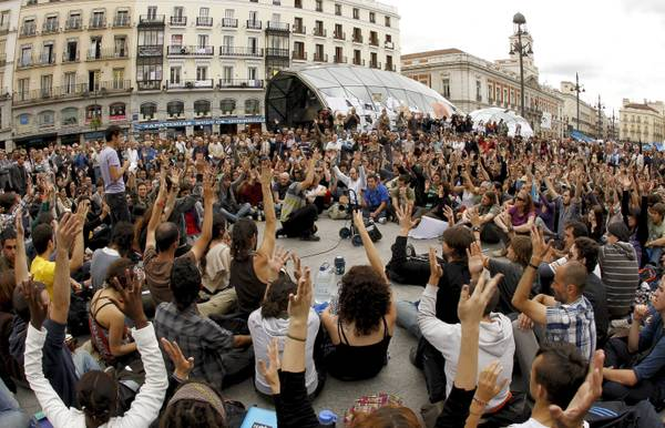 THOUSANDS OF SPANIARDS DEMAND SOCIAL AND POLITICAL CHANGES