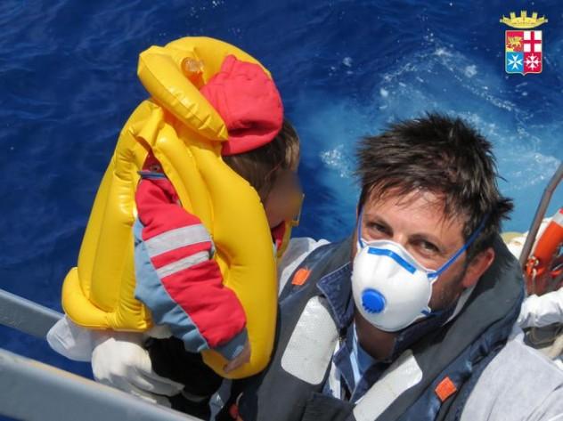 Immigrazione:400 soccorsi in Canale Sicilia, 260 sono minori