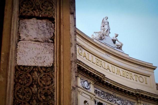 A Napoli giù pezzi da archi Galleria Umberto