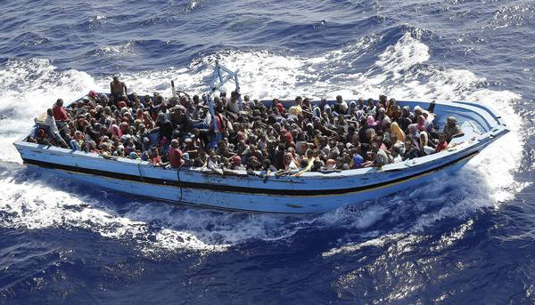 Immigrazione: Fregata Euro soccorre due barconi con 956 profughi