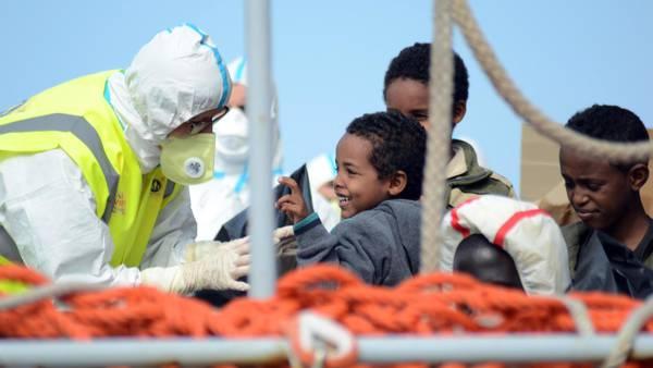 Immigrazione:a Reggio Calabria 677 migranti, c'è un cadavere