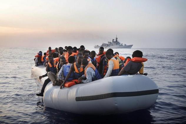 Immigrazione: a Salerno nave con 1044 migranti a bordo