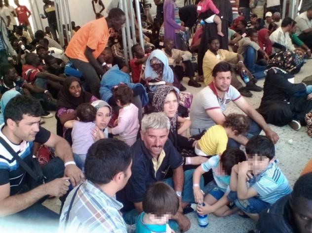 Immigrazione: a Reggio giunta nave S.Giusto, 1.700 migranti