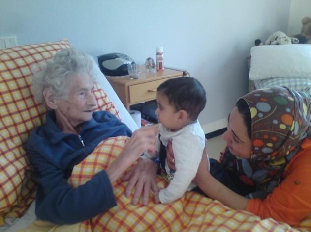 rifugiati - santegidio - germania 2 profughi che visitano gli anziani