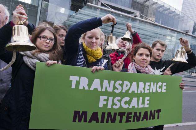 Flash-Mob - Belgium, Oxfam on tax Dodging -6-