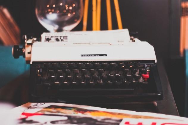 typewriter-1031317_1280