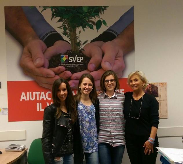 Con Chiappini, a destra, le tre universitarie che collaborano con la redazione di Sosta Forzata