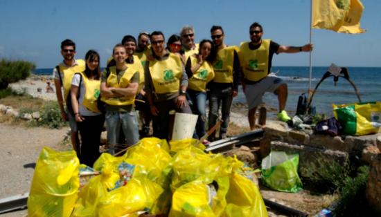 volontari_pulisconio_le_spiagge
