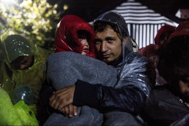Up to 3,000 refugees were stranded in the border between Serbia and Croatia on October 19. Hundreds had spent the night on the Serbian transit area of Babska-Sid, with no shelter. Rain and low temperatures were affecting the health conditions of the refugees.