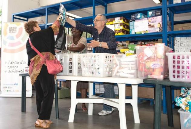 IMMAGINE SCELTA - Al CRS si distribuisce cibo con un sorriso (1)