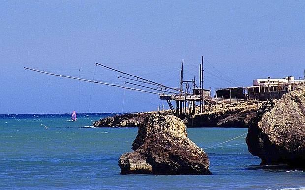Gargano costa i trabucchi slcuni dei trabucchi che si trovano sulla costa tra viwste e peschici foto Franco Cautillo