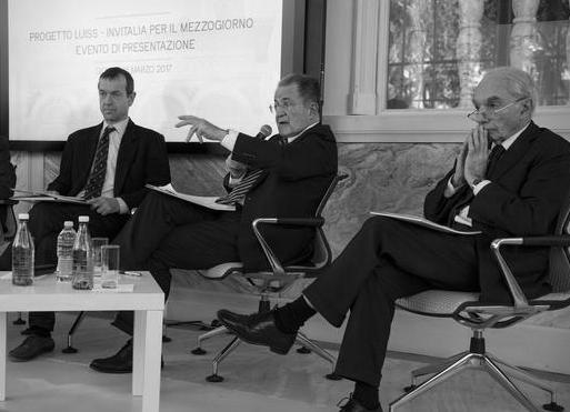 """(S-D) Gli economisti Jean-Paul Fitoussi e Daniel Gros, con gli ex premier Romano Prodi e Giuliano Amato, nel corso della presentazione del progetto """"Invitalia per il Mezzogiorno"""", nella nuova sede dell'ateneo LUISS - Villa Blanc a Roma, 16 marzo 2017.   ANSA/MAURIZIO BRAMBATTI"""