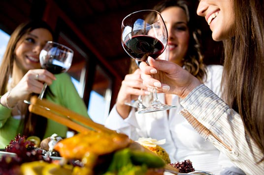 wine-tasting-with-friends1