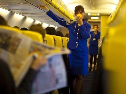 lavoro-ryanair-cerca-assistenti-di-volo-ecco-le-date-dei-cabin-crew-day-in-puglia--1492518375-grande