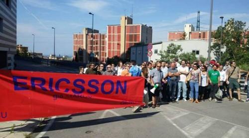 (Foto d'archivio: lavoratori Ericsson Italia in protesta nel 2015)