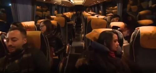 (Un fermo immagine tratto dal servizio della BBC su Bus To Go)