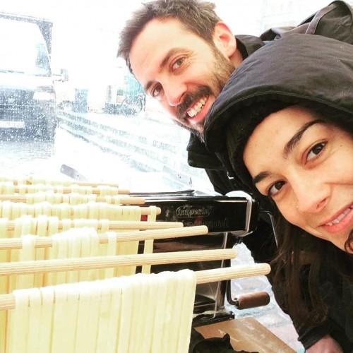 (Francesco Bordo e Lodovica Nuzzo mentre preparano la loro pasta a Berlino)