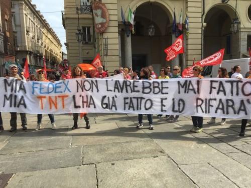 (La protesta dei lavoratori FEDEX-TNT a Torino il 31 maggio 2018 - Foto: Barbara D'Amico)