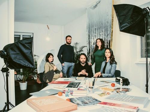 (Il team al completo di Superficial Studio - Roama)