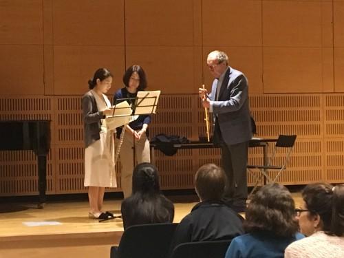 (a destra il flautista Maxence Larrieu mentre istruisce un'allieva - Alba Music Festival 2019)