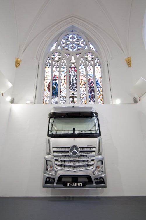 Gaia Di Lorenzo, King of Glory, 2016, truck, steel brackets, 460 x 270 x 50 cm