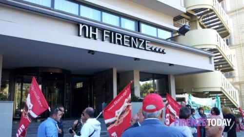 (Lavoratori Nh Hotels durante una protesta a Firenze nel 2012 - Foto Firenze Today).
