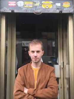 (Davide Panero davanti al suo negozio a Torino)