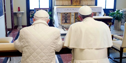 Pope Francis,right, and Pope emeritus Benedict XVI pray together in Castel Gandolfo, Saturday, March 23, 2013. Pope Francis has traveled to Castel Gandolfo to have lunch with his predecessor Benedict XVI in a historic and potentially problematic melding of the papacies that has never before confronted the Catholic Church.(Ap photo)