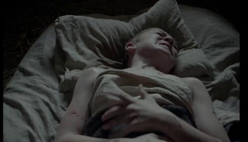 Il giovane Caleb (Harvey Scrimshaw) posseduto dal Maligno in The Witch (2015) di Robert Eggers