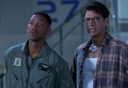 Will Smith e Jeff Goldblum nel primo Independence Day, vent'anni fa la minaccia aliena alla Terra