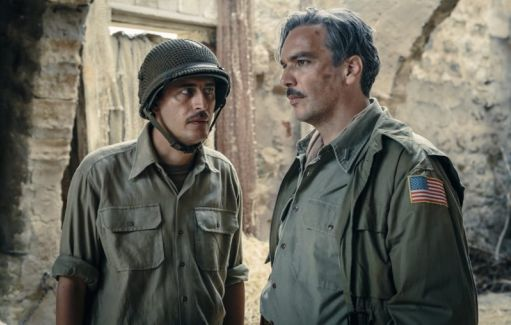 Pierfrancesco Diliberto (Pif) in una scena di In guerra per amore (2016) con Andrea Di Stefano (43 anni)