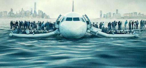 L'immagine dell'aereo portato in salvo da Sully sul fiume Hudson con i passeggeri illesi