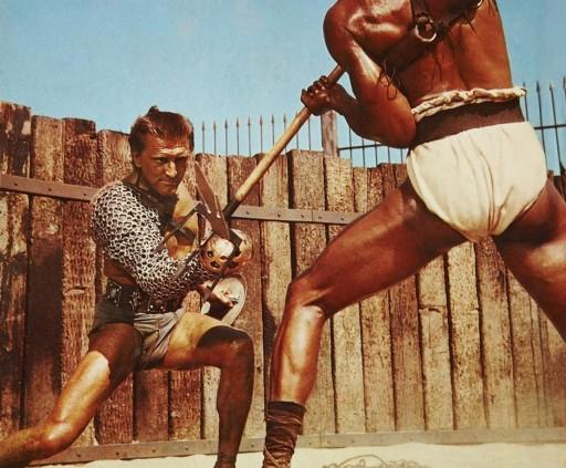 Kirk Douglas in una scena di Spartacus (1960) di Stanley Kubrick