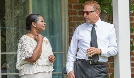 Octavia Spencer (46 anni) con Kevin Costner (62) in una scena di Hidden Figures - Il diritto di contare (2016) di Ted Melfi