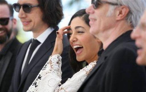 Attori e regista di Paterson al Festival di Cannes nel maggio scorso. Da sinistra Adam Driver (33 anni), Golshifteh Farahani (33) e Jim Jarmusch (63)