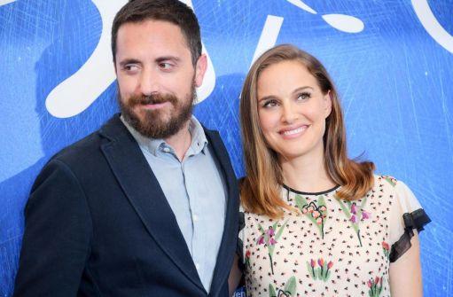 Il regista cileno di Jackie (2016), Pablo Larraín (40 anni) al Festival di Venezia con la protagonista del film Natalie Portman, israeliana, 35 anni