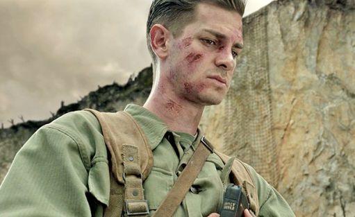 Andrew Garfield protagonista de La battaglia di Hacksaw Ridge (2016) di Mel Gibson, candidato a 6 Oscar