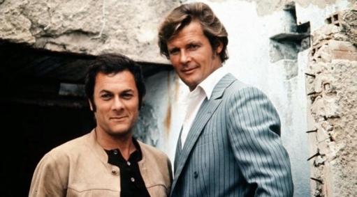 Roger Moore-Lord Brett SInclair con Tony Curtis-Danny Wilde protagonisti della serie tv Attenti a quei due (1971-1972)