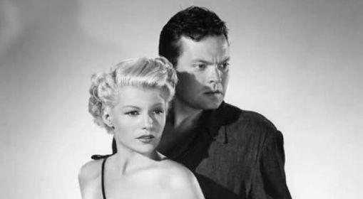 Rita Hayworth con Orson Welles, allora suo marito, ne La signora di Shanghai (1947) da lui diretto e interpretato