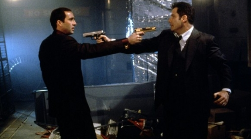 Nicolas Cage e John Travolta in Face/Off - Due facce di un assassino (1997) di John Woo