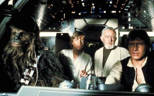 Chewbacca (Peter Mayhew), Luke Skywalker (Mark Hamill), Ben Obi-Wan Kenobi (Alec Guinness) e Han Solo (Harrison Ford) in Guerre stellari (1977) di George Lucas