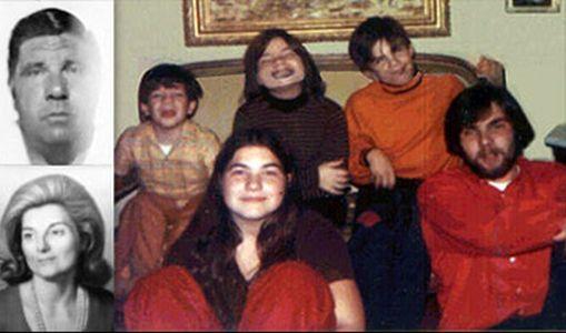 Un'immagine della famiglia De Feo della strage di Amityville: a sterminare madre, padre e quattro fratelli fu Ronald JR, 23 anni, l'ultimo a destra