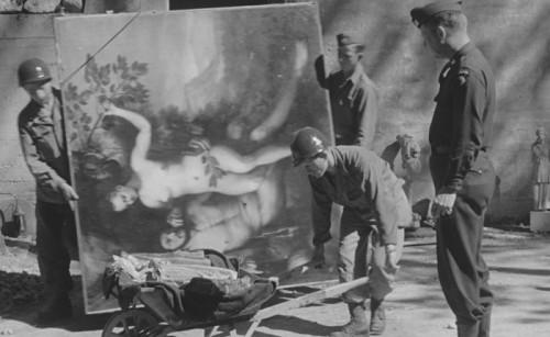 Liberazione-di-Berchtesgaden-e-recupero-della-collezione-Goering-ad-opera-della-101st-Aiirbone-Division.-Courtesy-of-National-Archives-Records-Administration_b-e1516875967695-700x430