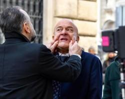Cinema: Claudio Bisio a Roma durante riprese di 'Bentornato Presidente!'