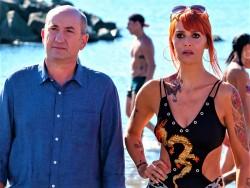 """Antonio Albanese e Paola Cortellesi in """"Come un gatto in tangenziale 2 - Ritorno a Coccia di Morto"""""""